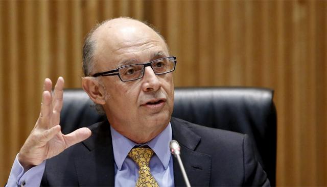 El ministro de Hacienda, Cristóbal Montoro, en el Congreso. | Alberto di Lolli