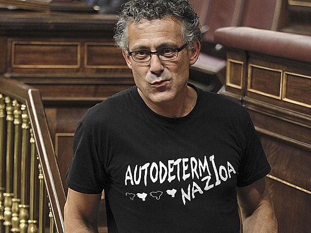 El diputado de Amaiur, Xabier Mikel Errekondo, durante el Pleno de este martes.   Foto: Efe / Fernando Alvarado.