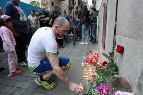Acto el miércoles en la calle Aurora en recuerdo del fallecido. | Jordi Soteras