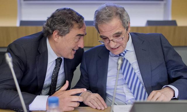 El presidente de la CEOE, Joan Rosell (izq.), con el presidente de Telefónica, César Alierta. | Gonzalo Arroyo