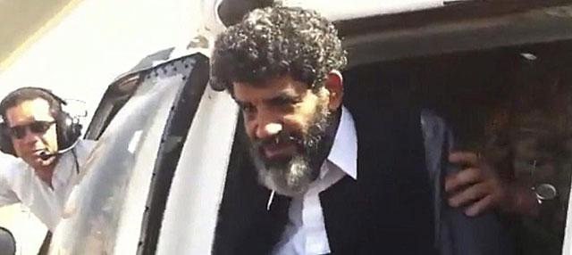 El ex jefe de Inteligencia de Gadafi, Abdulá al Senusi, a su llegada a la prisión de Trípoli. | Afp