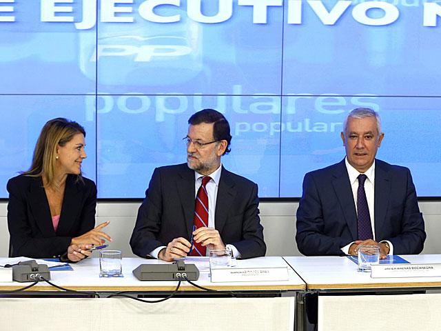 Rajoy, junto a Cospedal y Arenas, hoy durante la reunión del Comité Ejecutivo Nacional.   Javier Lizón / Efe
