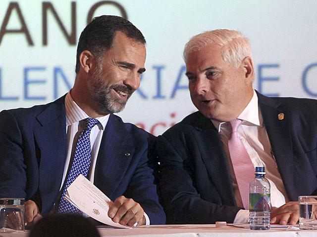 Don Felipe, junto al presidente de Panamá en el IX Encuentro Empresarial Iberoamericano. | Efe