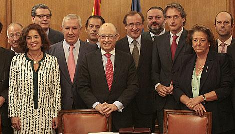 Alcaldes del PP, en su reunión con Montoro. | El Mundo
