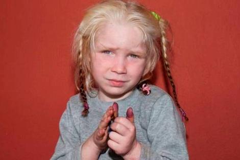 Imagen distribuida de la niña que dice llamarse María y rescatada de una red de explotación.