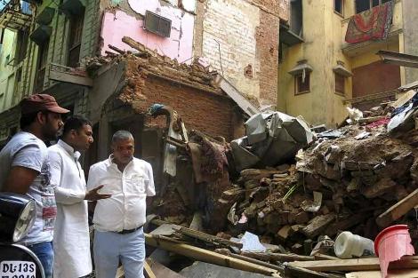 Edificios derrumbados en la parte vieja de Nueva Delhi. | Efe