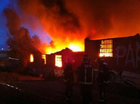 Incendio en una nave industrial de Fuenlabrada. | Emergencias 112