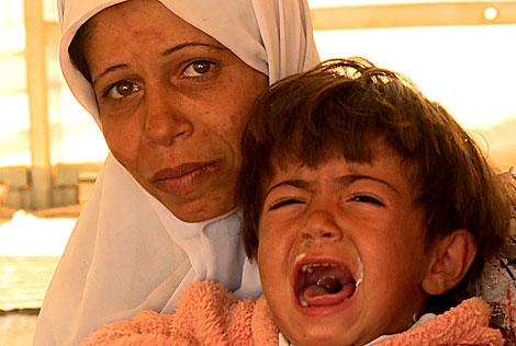Una madre siria con su hijo, refugiados en territorio turco. | V. R.