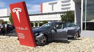 El conductor fallecido de Tesla ¿veía una película?