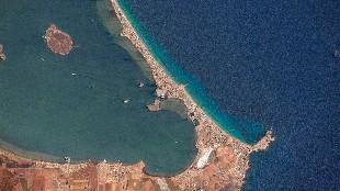 El Mar Menor vacío y verde en pleno agosto