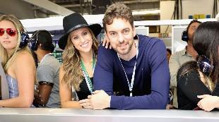 Pau Gasol y su novia conquistan la F1