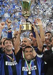 Córdoba levanta la Copa de campeón. (Foto: EFE)