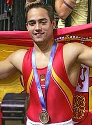 Rafael Martínez, con su medalla de oro colgada. (Foto: EFE)
