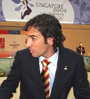 Raúl, poco después de conocer la eliminación de Madrid. (Foto: REUTERS)