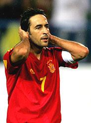 Raúl, con gesto contrariado, tras el empate ante Serbia. (Foto: REUTERS)