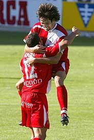 Belenguer celebra con Aníbal un gol del Getafe. (Foto: EFE)