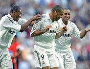 Baptista, Ronaldo, Roberto Carlos y su celebración: 'el canguro'. (REUTERS)