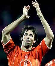 Van Nistelrooy celebra la victoria holandesa en Praga. (Foto: REUTERS)