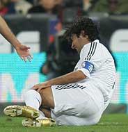 Raúl, en el momento de la lesión, (Foto: AFP)