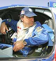 Carlos Sainz, en el interior de su Volkswagen Touareg. (Foto: AFP)