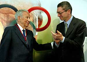 Juan Antonio Samaranch y Alberto Ruiz Gallardón. (Foto: EFE)