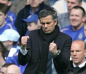 Mourinho celebra uno de los goles de su equipo. (Foto: AP)