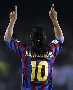 Ronaldinho celebra el único tanto del Barcelona. (Foto: AP)