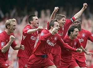 Los jugadores del Liverpool celebran el título. (Foto: AP)