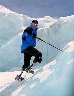 Inlis, durante la ascensión al Everest. (Foto: AFP)