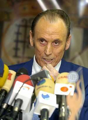 Manuel Ruiz de Lopera, durante la rueda de prensa en la que ha anunciado su adiós. (Foto: EFE)