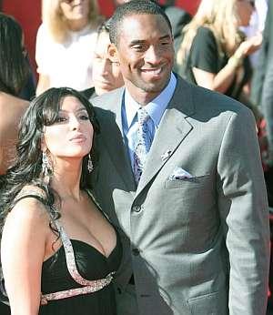 Kobe Bryant posa con su mujer Vanessa. (Foto: EFE)