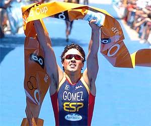 Gómez Noya, tras ganar el Triatlón de Madrid el pasado 4 de junio. (Foto: EFE)
