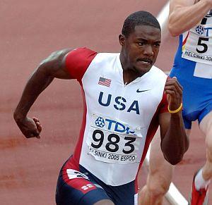 Gatlin, durante una carrera de 200 metros. (Foto: EFE)