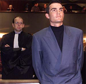 Richard Virenque, ciclista francés implicado en el escándalo de dopaje del Festina durante un juicio en el año 2000. (Foto: S.LEFEVRE)