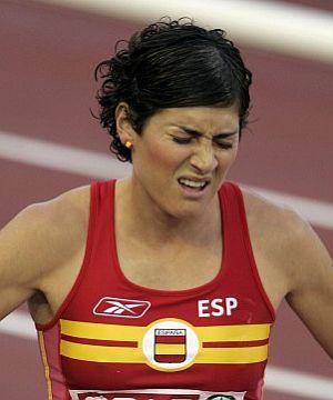 Mayte Martínez, agotada tras la final de 800 metros. (Foto: EFE)