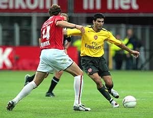 Reyes, durante un partido del Arsenal. (Foto: EFE)