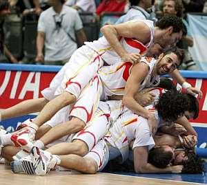 Los jugadores de la selección celebran el pase a la final. (Foto: EFE)
