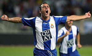 Moisés Hurtado celebra su gol, el primero del Espanyol al Celta. (Foto: EFE)
