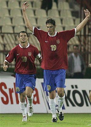 Zigic celebra su gol, que dio la victoria a Serbia ante Bélgica. (Foto: AP)