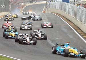 Imagen de la salida del GP de Brasil del año pasado. (Foto.EFE)
