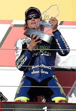 Sete celebra su última victoria en el Mundial, en el GP de Qatar de 2004. (Foto: AFP)