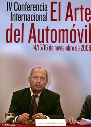 Ron Dennis, participa en la IV Conferencia Internacional 'El Arte del Automóvil'. (Foto: EFE)