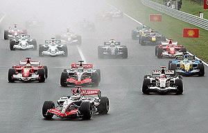 Salida del GP de Hungría, en la que Alonso remontó 12 posiciones. (Foto: EFE)