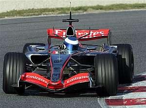 Hakkinen, a bordo de un McLaren en Montmeló. (Foto: AP)