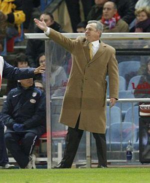 Aguirre da instrucciones durante el partido con el Espanyol. (Foto: EFE)