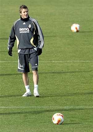 Beckham, en el entrenamiento del Madrid. (Foto: EFE)