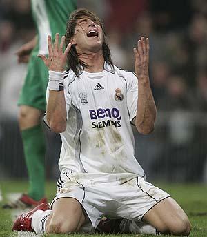 Ramos se lamenta tras una ocasión perdida. (Foto: EFE)