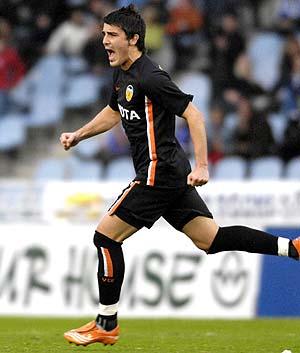 El delantero David Villa celebra el gol logrado ante la Real Sociedad. (Foto: AFP)