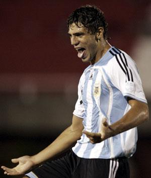 Fazio celebra un tanto con Argentina en el suramericano sub-20. (Foto: REUTERS)