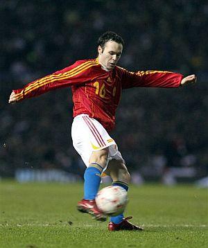 Así golpeó Iniesta el balón que convirtió en gol. (Foto: AP)